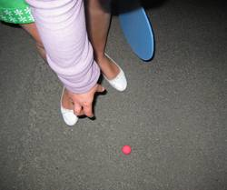 Nachtstraßenstrandballspiel