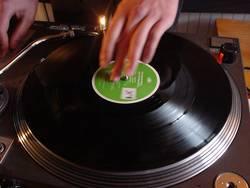 dj.turntable