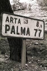altes Schild mitten in Mallorca