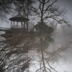 Pavillon im See