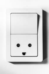 Lichtschalter mit lachender Steckdose | Fingerspitzengefühl