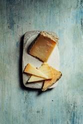 Semi-cured sheep cheese Villarejo Rosemary
