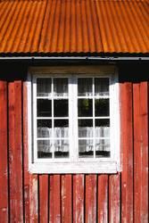 Rotes Häuschen mit Fenster