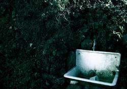 verfallenes waschbecken