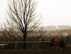Rote Biker-Schaukel