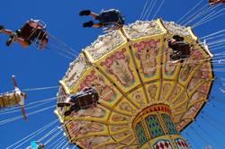 Twirly swing  ride