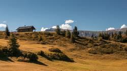 Berghütte auf der berühmten Seiseralm, Schlern, Indian Summer