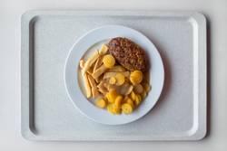Mensa: gesunde Gelb-Braun-Tellermischung III