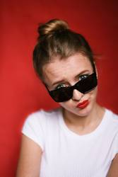 Coole blond girl with sunglasses