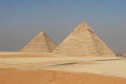 Zwei Pyramiden