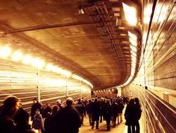 Menschenmenge im Tiergartentunnel
