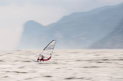 Windsurfer in Torbole, Gardasee 01