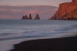 Felsen im Meer bei Vi, Island