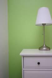 Nachttisch grün weiss