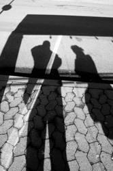 Fernweh | Wartende an der Bushaltestelle