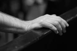 Die Hand auflegen