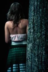 Das Mädchen am Baum