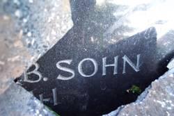 Sohn im Grab